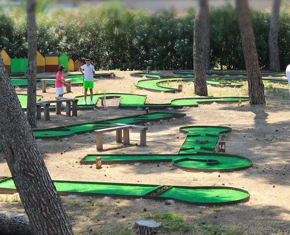 Mini Golf Sport and nature as companions adventure